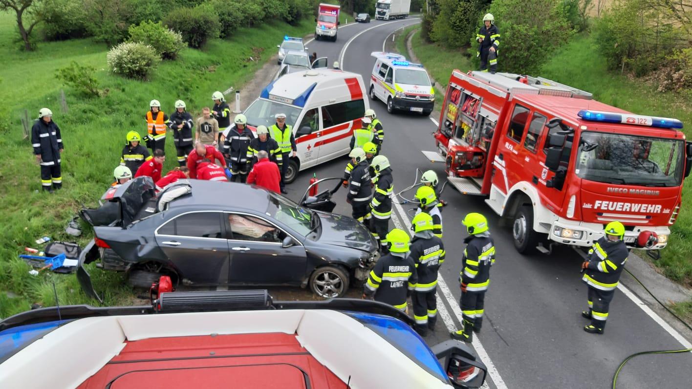Verkehrsunfall mit eingeklemmter Person auf der B54 am 23.04.2019